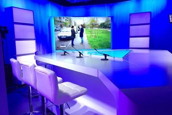 création d'un plateau TV, mobilier de webTV, mobilier TV, mobilier de plateau TV, plateau radio, table et décor TV, scénomob, Vendée, Nantes, Angers, Niort, Le Mans, Pays de la Loire, Bretagne, Paris
